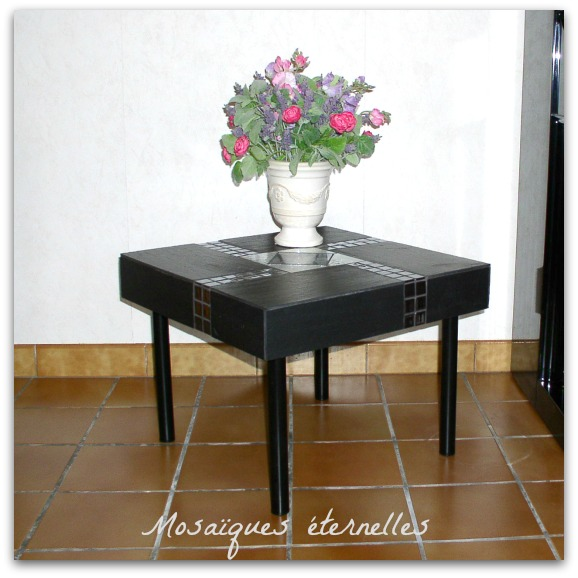 Table basse en mosaique d`ardoise et de verre
